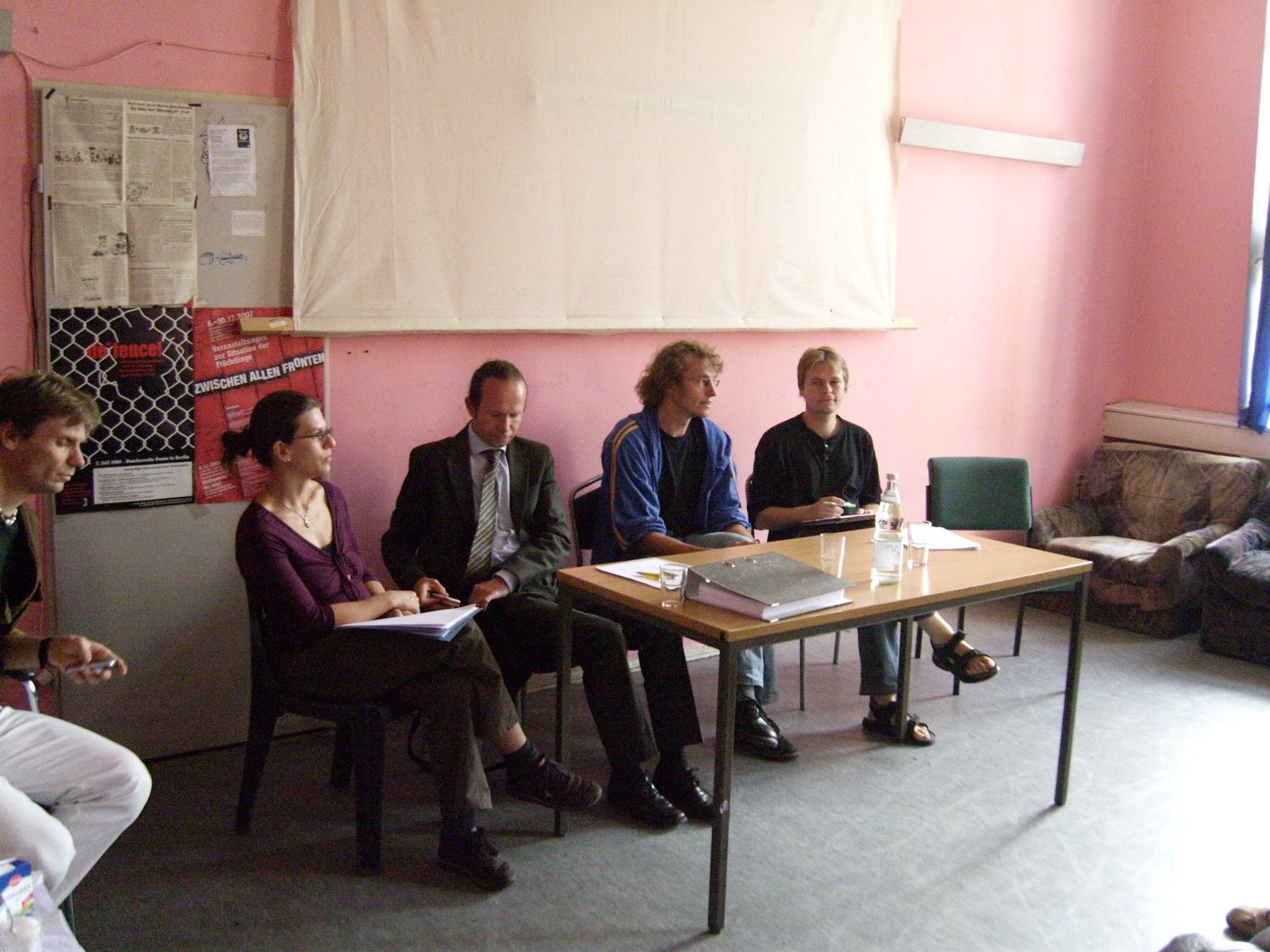 pressekonferenz-im-rosa-raum